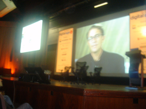 [John Battelle via video conferência]
